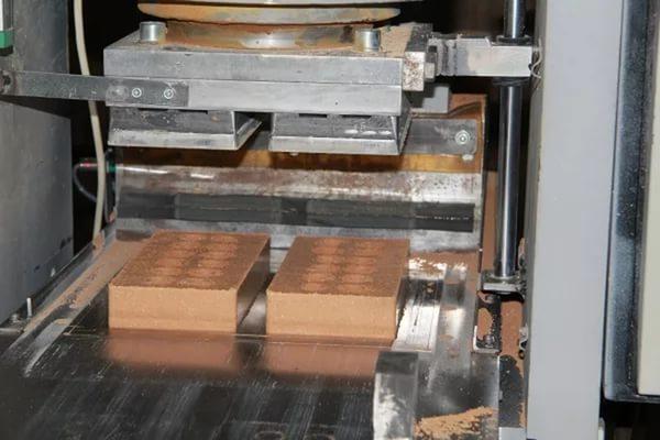 Пресс для изготовления кирпича